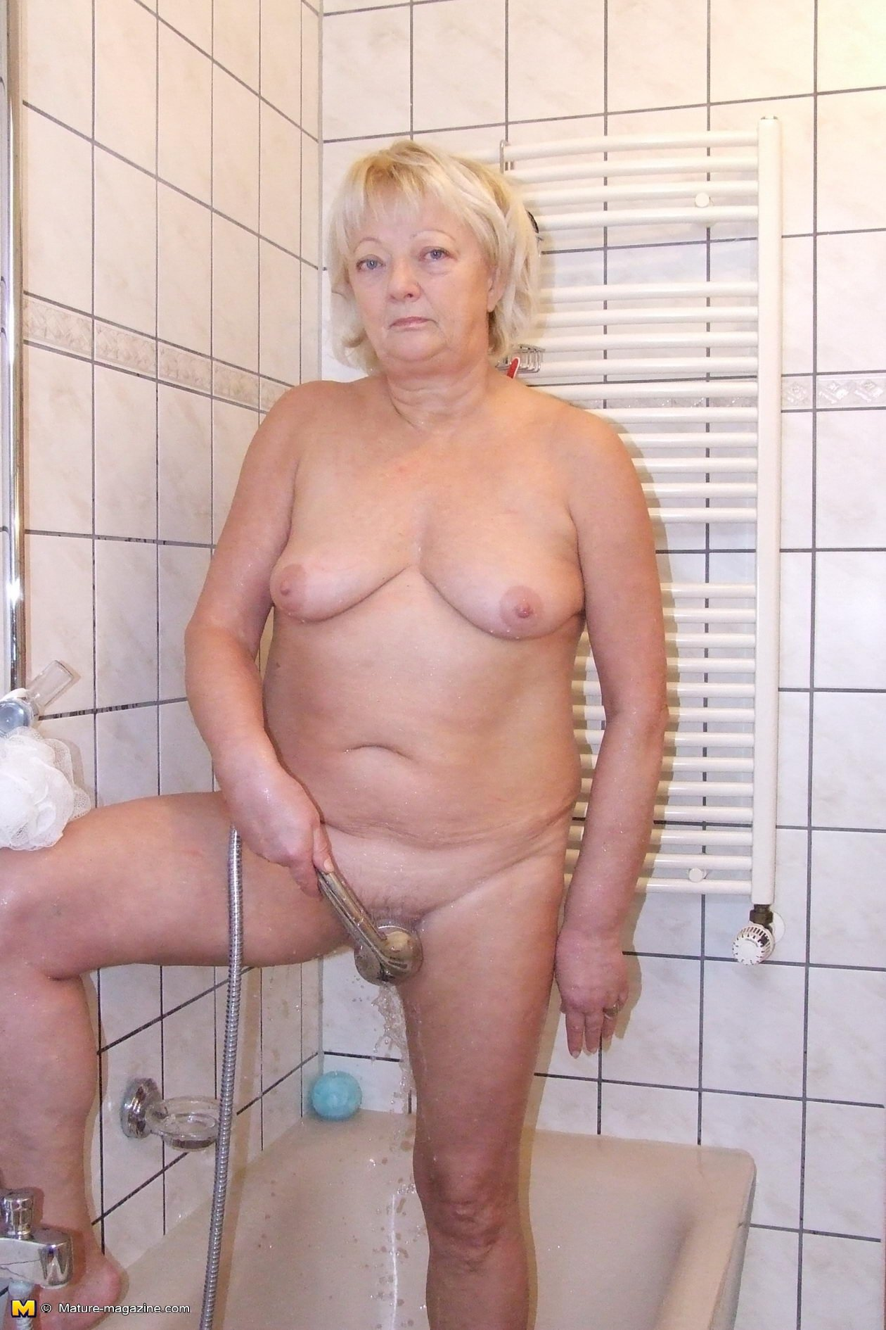 nude granny boobs there