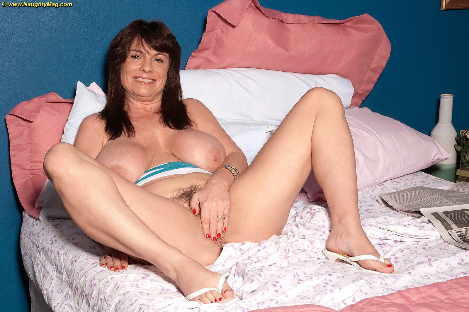 Vmature wife with boys