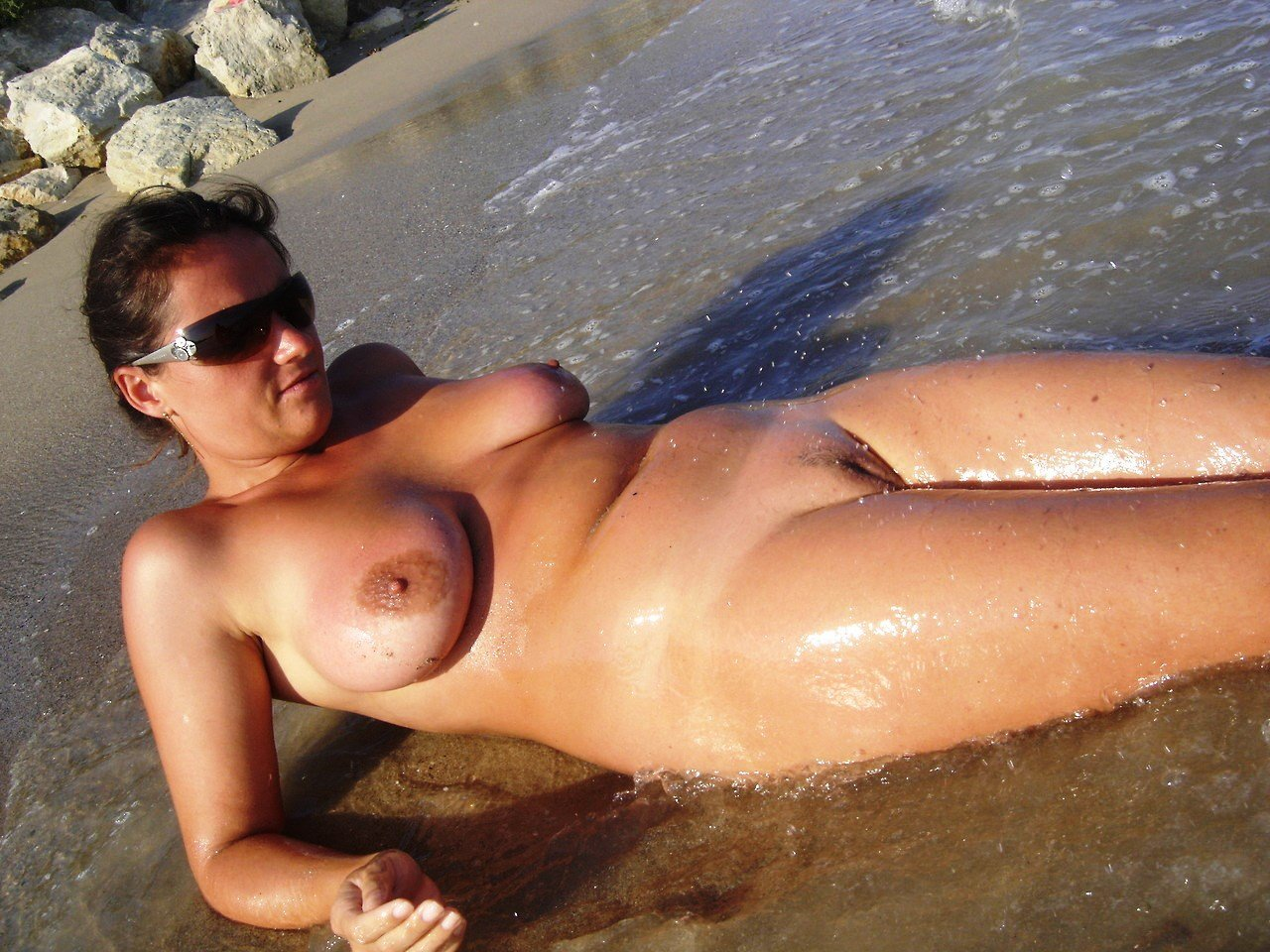 Sweaty wet pussy nudist milfs tanning beach voyeur hd picture
