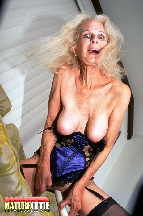 pictures of grannies in panties