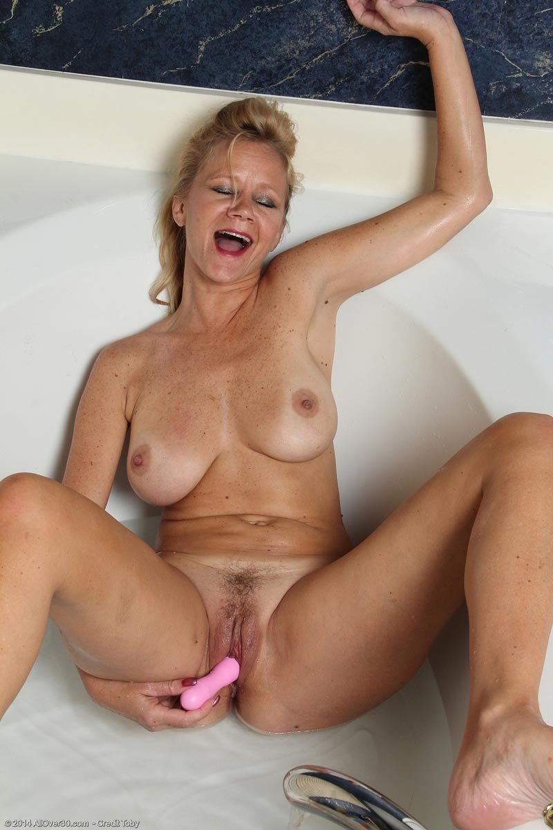 Sister in law came home and got fucked
