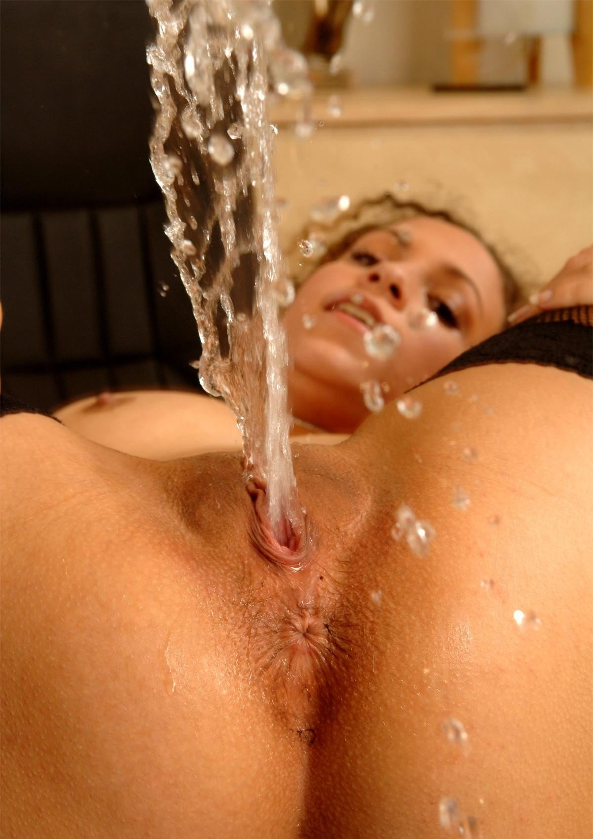 swallowing-squirt-orgasm-uniformed-mature-nude-self-shot