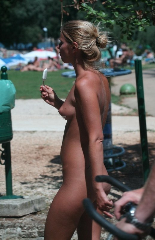 naked blonde girls with big tits