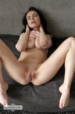wish my tounge could be next in her wet hole