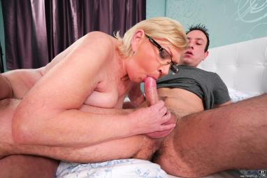 Simplyanal - Danielle Margot treats her guy to some ass to mouth action