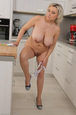 fresh-mature-women-nude-in-kitchen