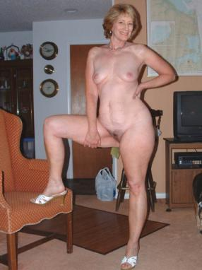 Young amateur pussy spreading party