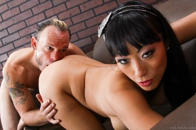 asian boss feeds worker...more at nipplesrlife.com