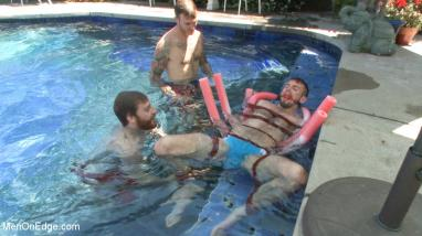 bondage swimmingpool gay