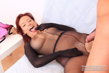 Pantyhose on cock cummin in pussy