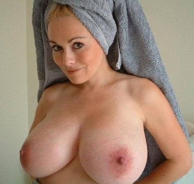 Nude ordinary mature women and