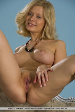 Curly haired milf squirt