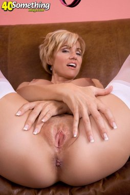 Short hair platinum blonde milf threesome