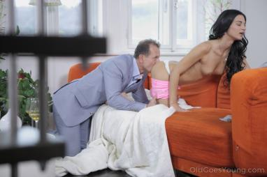 Black Robbers Invade Veronica Avluv 's Ass & Find a Prolapse