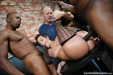 Brazzers - Mercedes Carrera takes it in the ass